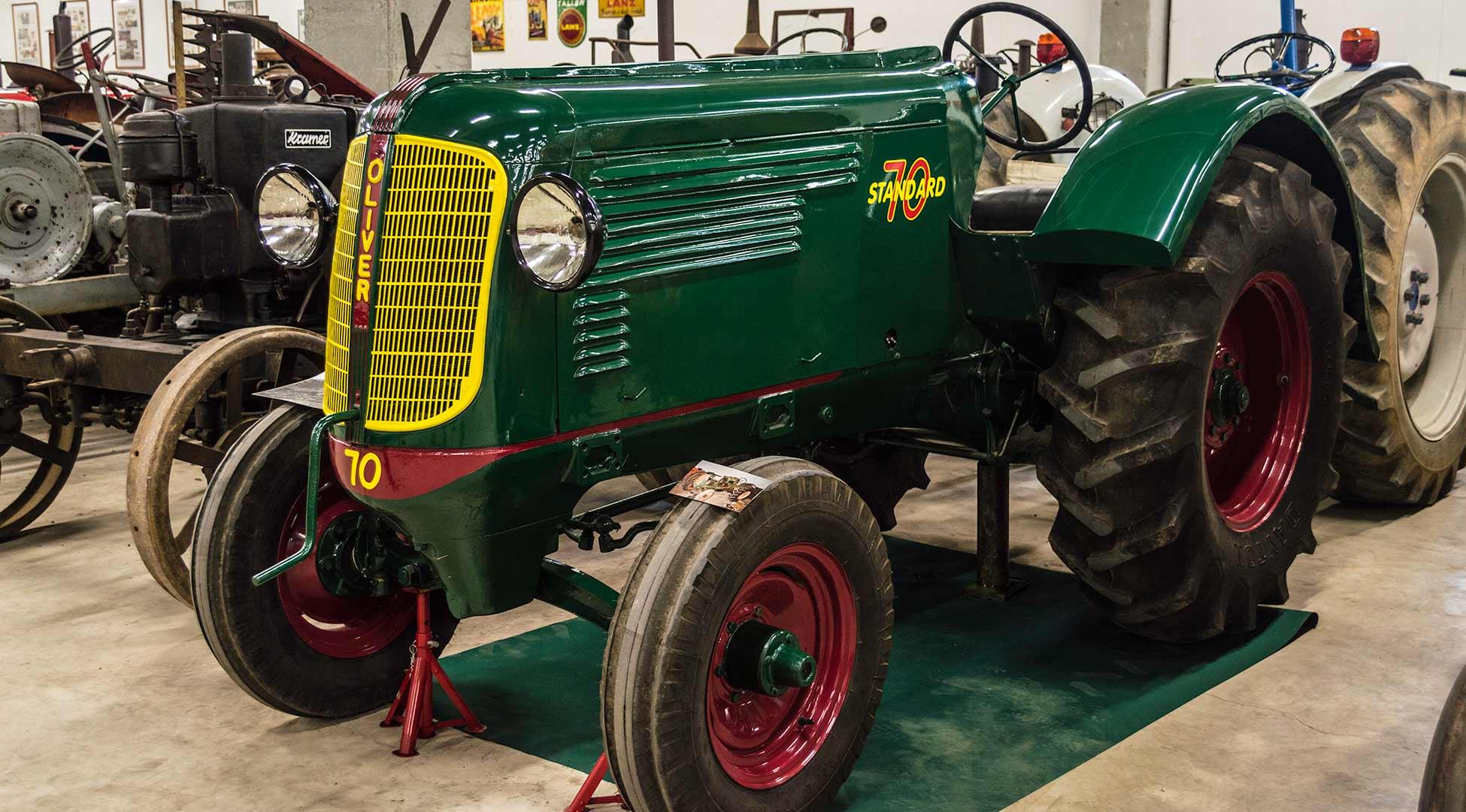 oliver standard 70 museo del tractor de poca. Black Bedroom Furniture Sets. Home Design Ideas